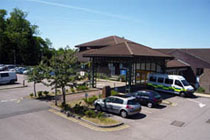 Picture of Hemel Hempstead Hospital and link to Hemel Hempstead Hospital web page